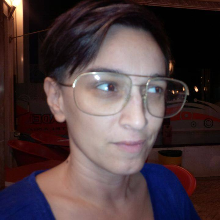 Estudantes materialidades da literatura she is included in the fliporto collection of twitter poems 2013 and has other poems published in anthologies in the first semester of 2015 her first fandeluxe Images
