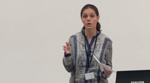 "Legenda: conferência de encerramento ""Open Access and Digital Humanities – Opening up to the world"" proferida por Isabel Galina."